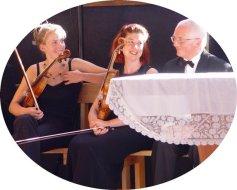 Raymond Huber et 2 charmantes violonistes de l'orchestre Divertimento (22.07.2007)